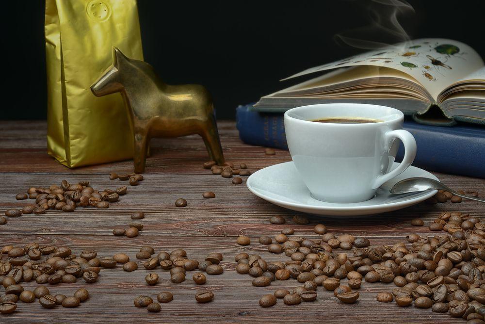 Кофе в зернах, в белой упаковке