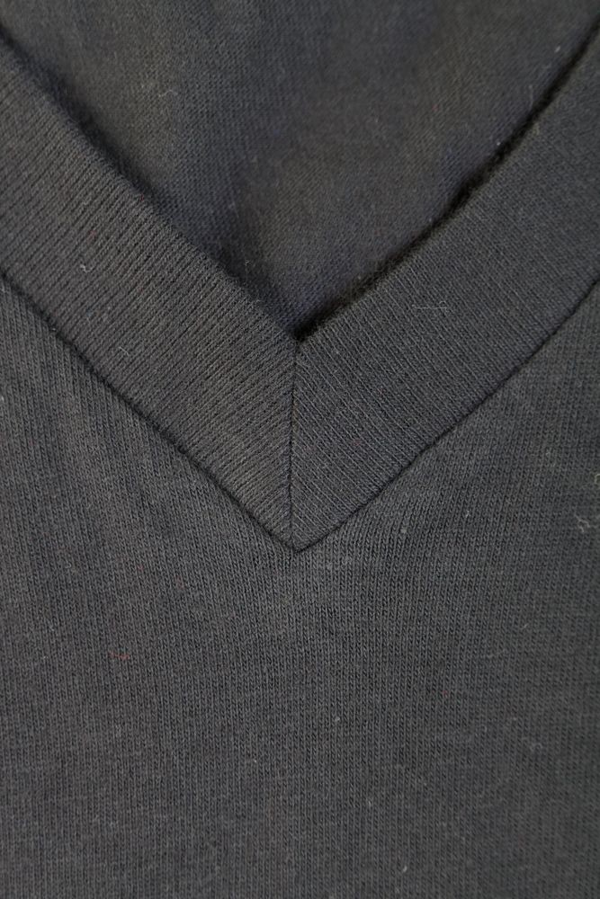 Футболка мужская MASTER 150 с глубоким V-обр. вырезом, черная